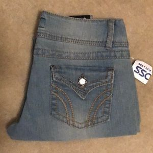 11 NWT  Eighty Eight denim blue jeans. Sz9